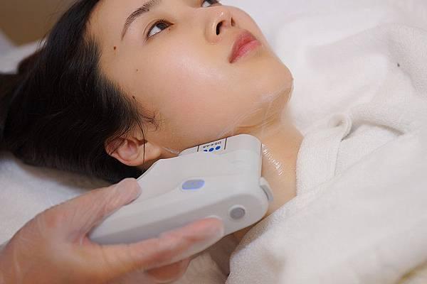 星和高雄_脈衝光+Ultherapy極線音波拉提+玻尿酸改善頸紋+嫁接睫毛_蓮太太40