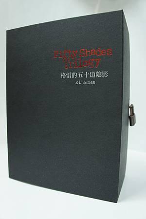 首刷限量「珍藏格雷鎖釦書盒」(3冊可入)