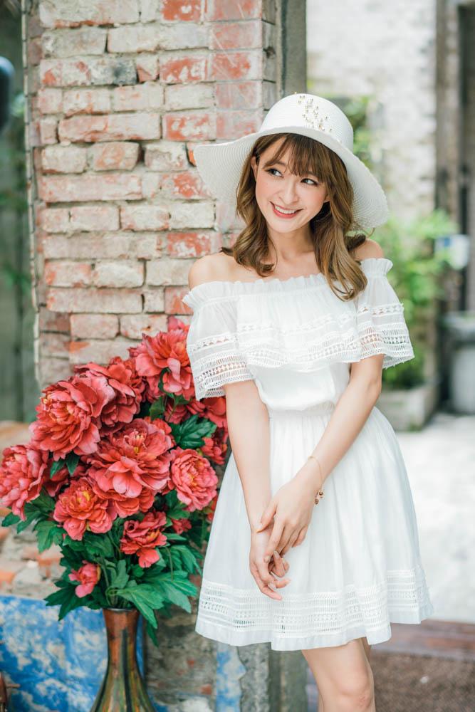 白色緹花洋裝.jpg