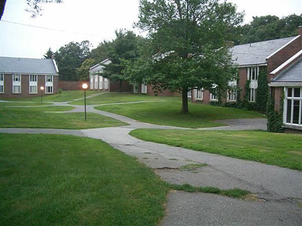 Pine Manor 校園一景