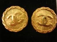 Chanel金釦LOGO耳環.jpg