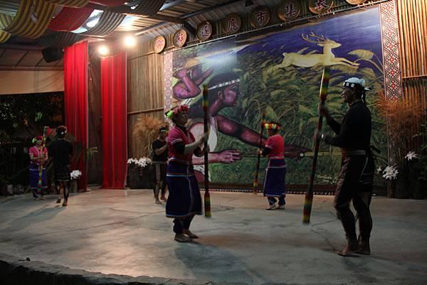 去看邵族的歌舞表演秀