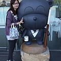 哈哈哈  我跟黑熊合照了耶~
