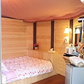 清境民宿內部~有電暖毯喔~超溫暖的 超冷的晚上好險有它  才能睡到流汗~哈