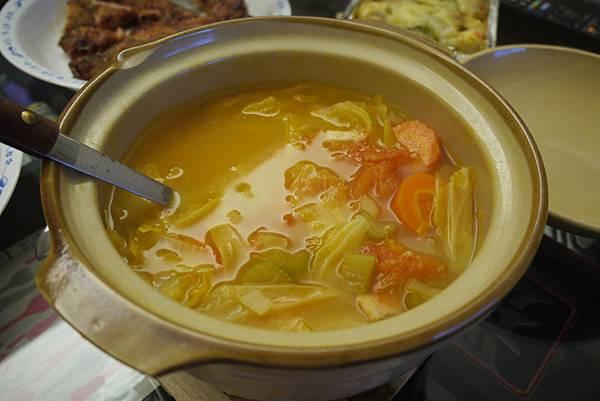 01辛苦煮的蔬菜湯   超好喝的喔
