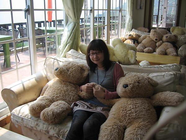 一整排的熊喔!!而且也沒人跟我們搶  哈哈哈