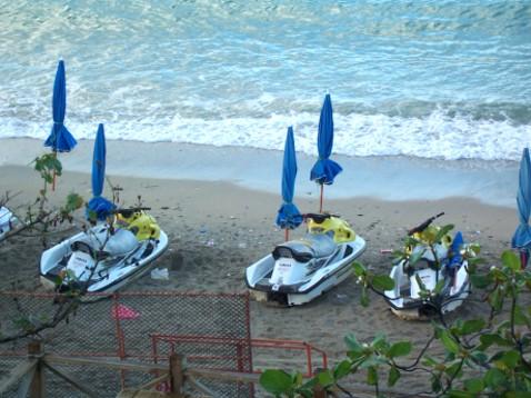 小灣沙灘的小船