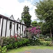 人形的美術館庭院