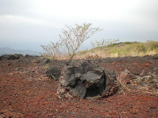火山岩石.jpg