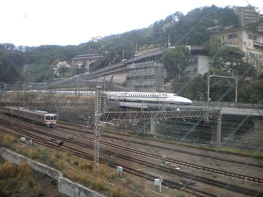 新幹線與電車.jpg