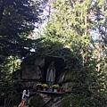 林中聖母石像.JPG