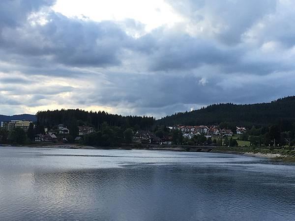湖邊小鎮.JPG