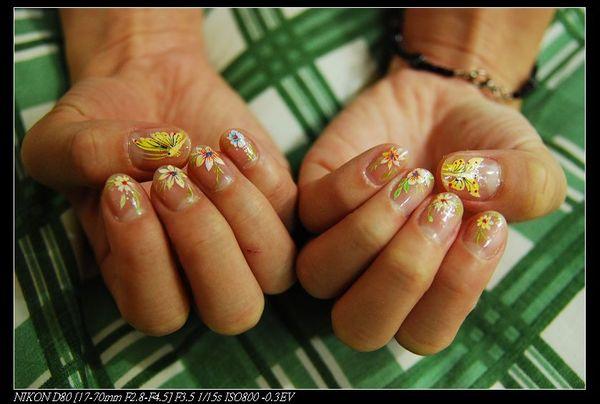 老妹的指甲彩繪