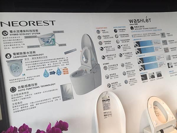 TOTO 衛浴設備價錢絕對不是最便宜的,看其他牌子的功能,該有的都有,那為什麼不選個便宜的免治馬桶咧,在我搜尋使用評價時,網路上TOTO評價還不錯蠻多人都推薦TOTO馬桶。