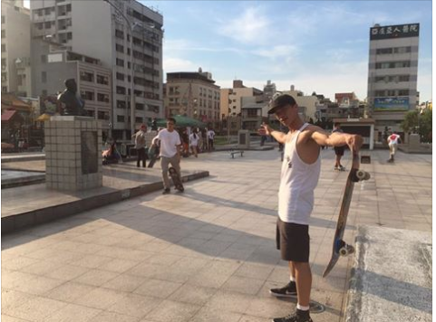 全力將自己喜歡的滑板活動,感染到每個人!!近年來FLOW 舉辦多次的滑板活動例如MONEY GAME 環島企劃等等,讓全台灣的滑板人都可以參與到趣味的滑板活動!!