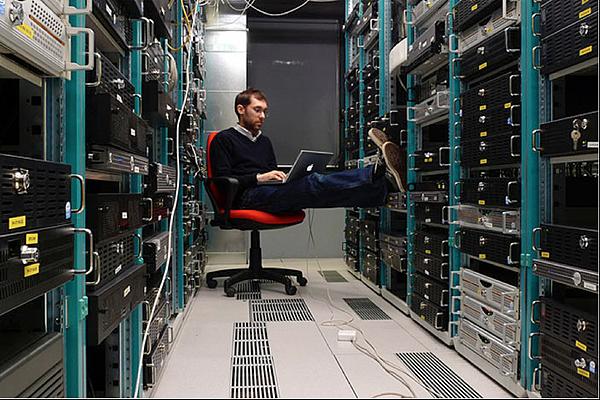 wordpress架設可以架設在本機上面作為練習要上傳到網路!!網址和主機都不用擔心。所有建立的網站,到時候要搬家到虛擬主機很容易喔!!  如果要建立馬上就可以上網瀏覽的網站,就不需要經過網站搬家的程序,那麼請先準備網址以及虛擬主機空間,現在大部分的情況下網址和主機都可以一起申請了喔。  在網路主機的主控台中,透過phpmyAdmin資料管理庫管理介面,建立一個wordpress專用的資料庫以及具有所有操作這個資料權限的使用者!!  在網路主機的主控台中,上傳wordpress系統檔案到主機或(或是自己的電腦)資料中,如果你的網路主機支援線上壓縮擋(現在基本都會支援),直接上傳解壓縮速度會快很多.。