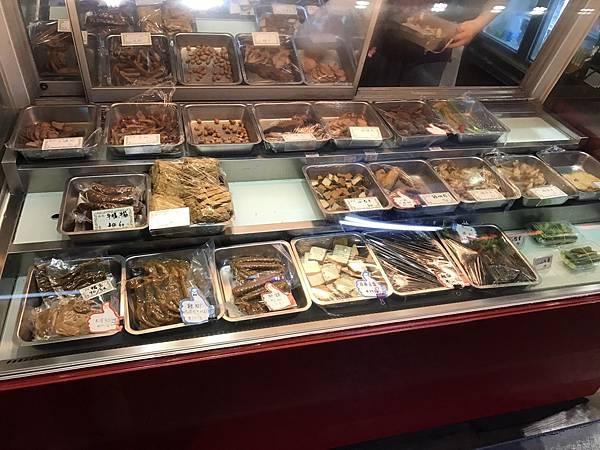 新竹人愛吃的宵夜美食之一方家冷滷味,推薦他的豆包,豆干,及牛肚,一吃就會上癮