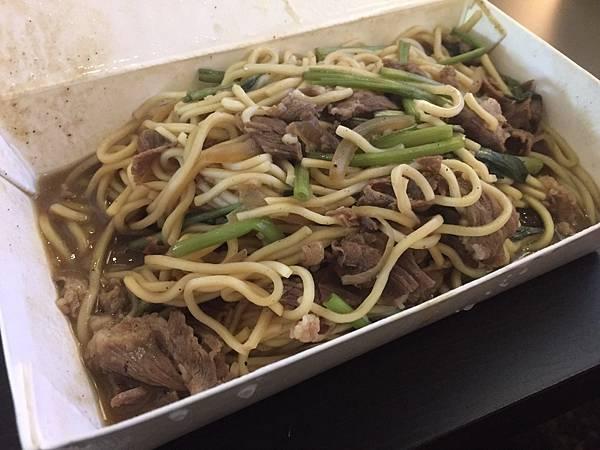 新竹科學園區美食再多一個,東來炒羊肉,完全沒有羊騷味的羊料理,不敢吃羊肉的朋友也可以嘗試看看推薦他的羊肉粥及羊肉炒麵