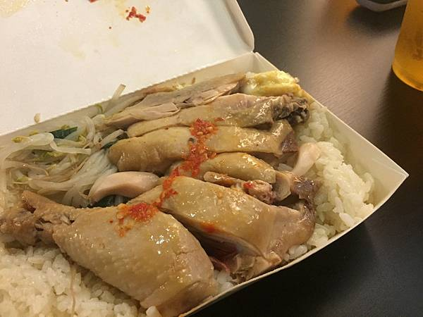 新竹花園夜市附近的美食168新加坡美食主要販售炒麵,炒飯,燴飯及湯品類,價格便宜份量超大,有經過的朋友別錯過啦!!