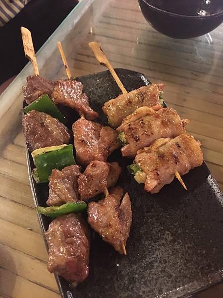 新竹縣竹北美食-車庫鹽酥雞-不只是鹽酥雞。還有串燒烤物。晚餐宵夜另類平價啤酒屋-食記