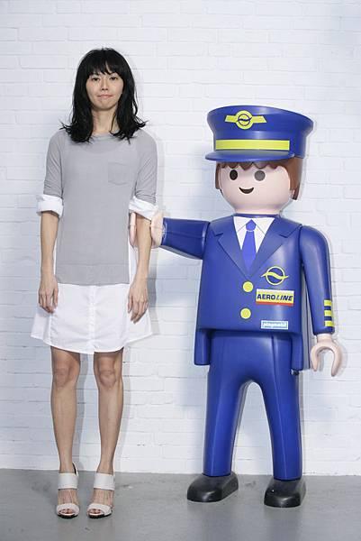 孫燕姿在空口言MV的大型玩偶.JPG