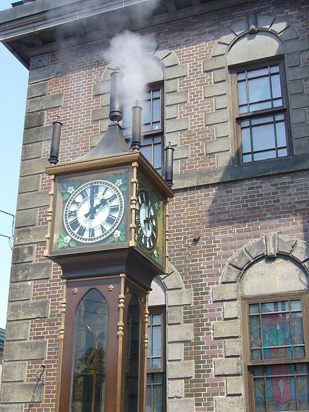 小樽-蒸氣鐘整點會冒出蒸