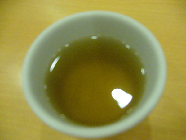 招待的麥茶,不錯喝。