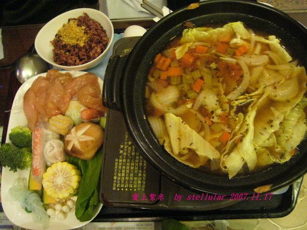 卡布里時蔬鍋   肉盤是雞肉