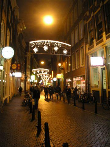 Amsterdam中國城。規模不小。有餐館,中醫,理容院,超市,腳底按摩,寺廟。