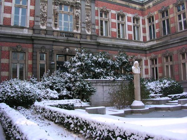 音樂院前的小花園