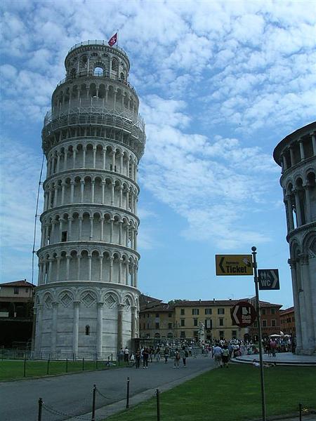 這就是斜塔啦