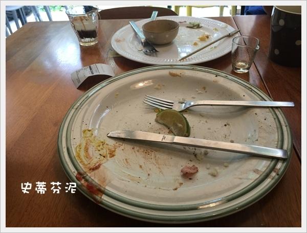 hoyo cafe 004.jpg