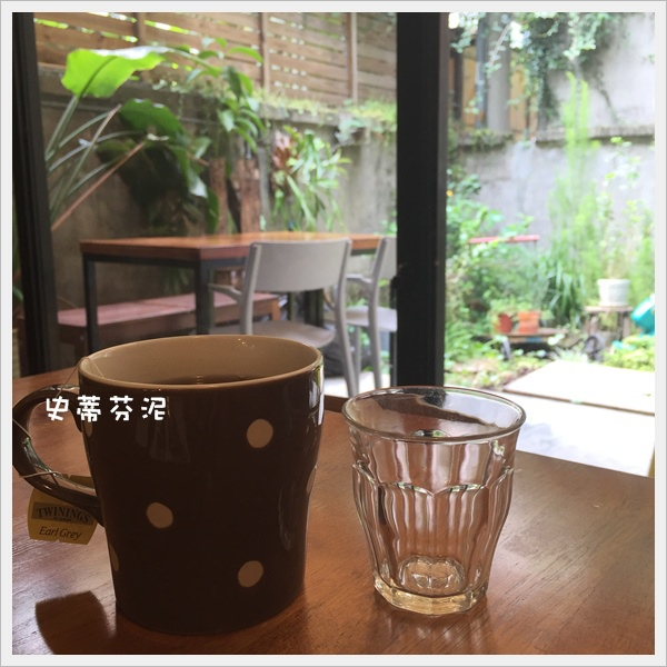 hoyo cafe 016.jpg