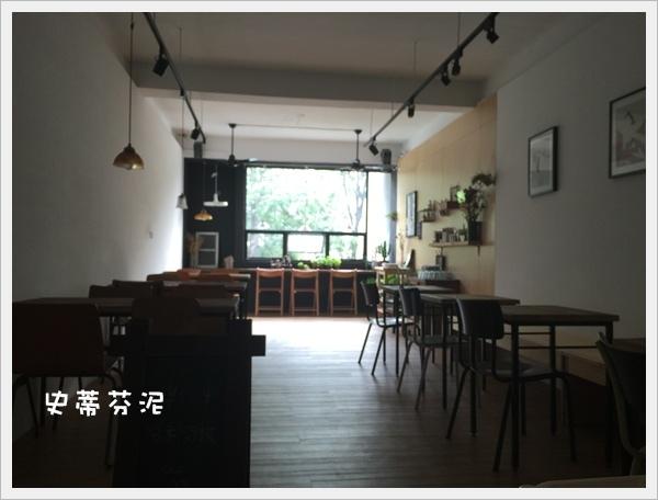 hoyo cafe 023.jpg