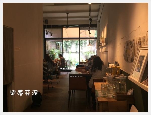 hoyo cafe 024.jpg