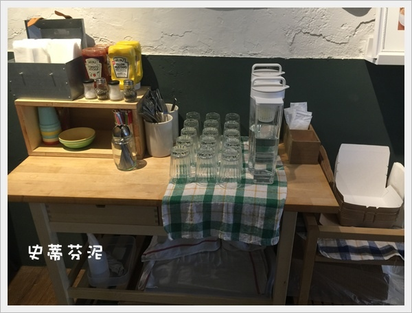 hoyo cafe 027.jpg