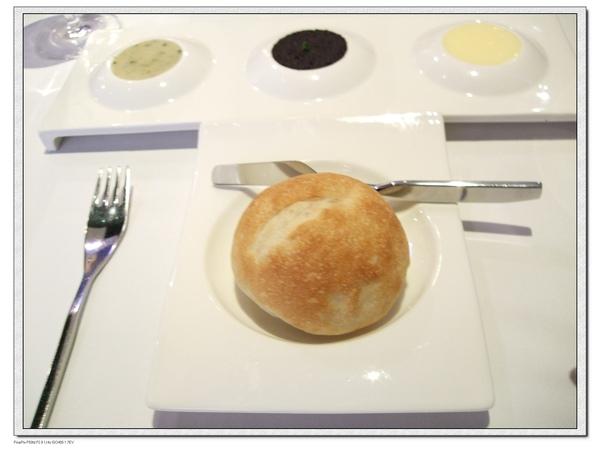 法國麵包+奶油、普羅旺斯橄欖醬、油封蒜泥.jpg