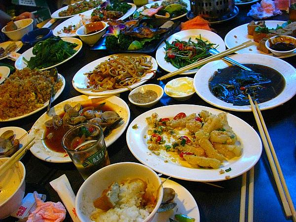 每桌都是菜
