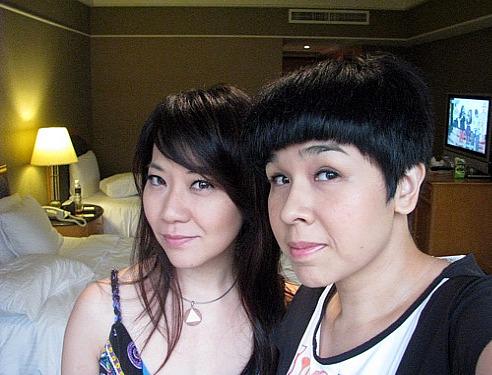 在飯店化妝ing