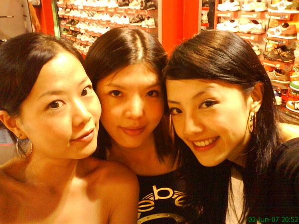 3 beauty girls..
