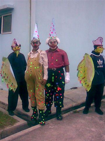 clowns form kumpulan aerobics