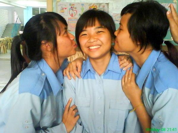 kissing @0@