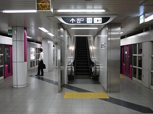 京阪三条站內裝