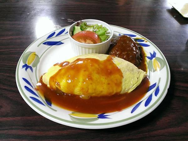 北極星 Lunch Set : 蛋包飯 + 漢堡肉, 880 Yen
