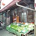 下午還有擺出來賣的菜攤