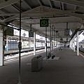 青森站其實跟斗六車站差不多, 到達時間是 12:53 分, 跟時刻表上完全一樣...(拜)