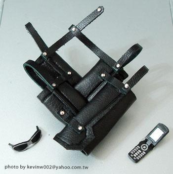奇摩賣家 kevinw002 親手製作的克勞德刀背袋3.JPG