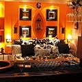 三樓主臥室豪華舒適的大床