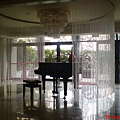 六樓迎賓大廳裡的鋼琴,此地住戶專用