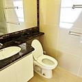 主臥衛浴1
